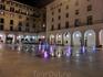 Так и день прошел. Вечером я долго сидела на скамеечке на Plaza del Ayutamiento, наблюдая за меняющейся подсветкой бьющих из-под земли фонтанчиков и все ...
