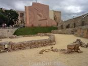 Представления шли на арене, покрытой песком. И это были не только бои гладиаторов, о которых мы тоже все помним из уроков истории. Также римляне очень ...