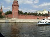 А вот и стены Кремля!
