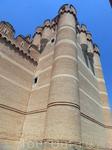 Донжон гордо возвышается над остальными башнями.