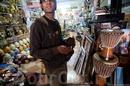 Продукцию мастерских можно купить в магазинчиках по соседству.