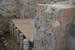 Вот так устроены полы в бане,где мылись древние эллины.Представление об убранстве интерьера дают, уцелевшие в некоторых помещениях, фрагменты двухслойной штукатурки: нижний - белого и верхний - светло