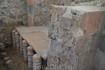 Вот так устроены полы в бане,где мылись древние эллины.Представление об убранстве интерьера дают, уцелевшие в некоторых помещениях, фрагменты двухслойной ...