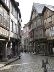 На старинных улочках Динана ощущается дух средневековья