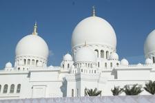 Абу-Даби. Самая новая только что открытая тамошняя мечеть. Третья по размеру в мире.