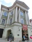 Имеющий огромную историческую ценность Сословный театр был воздвигнут в 1783 году в Старом Городе, на площади Фруктового рынка. С середины XX века он принадлежит ...