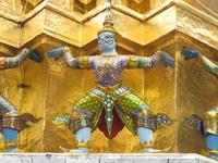 на территории Храма Изумрудного Будды