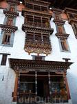 Бутан Дзонги представляют собой особый тип архитектуры крепости найденные в бывших и нынешних буддийских странах в Гималаях, в первую очередь в Бутане ...