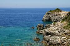 Вид с лестницы к пляжу Limni