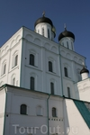 Величавый Троицкий собор в центре Кремля. Собор имеет чудотворные иконы.