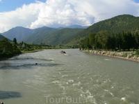 Бутан.Дзонг Пунакха - бывшая столица Бутана. Он был построен в 16 веке и является зимней столицей Бутана в течение 300 лет. Это изящный дзонг с богатейшим ...