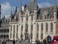 Готическая  Ратуша - самая старая во всей  Фландрии. 1376год постройки.