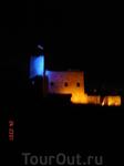 Замок ночью красиво подсвечивается, жаль, флага не видно на фоторафии