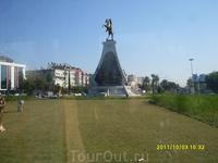 А эта фотография сделана 3 октября. Я снова проездом через Анталию, но теперь еду в Сиде. Это первый день моего осеннего путешествия по Турции. Проезжаю ...