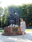 Памятник влюбленным Петру и Февронии - символ семейной любви и верности.