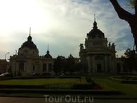 Центральный корпус термале Спа, в самом центре Будапешта, можно по настоящему завидовать жителям этого так сказать мегаполиса, возможность вот так запросто ...