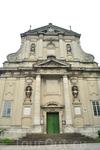 Еще один монастырь кармелитов босых, сейчас это Церковь Сретенья Господнего (1642-1644 гг.) О дате ее строительства свидетельствует плита, вмурованная ...