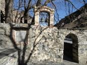 Вход в церковь и святилище где-то 16 век. Все действует, христианские обычаи переплелись с языческими.