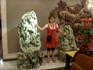 Нефритовые  фигуры в холле гостиницы.