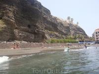 И пляж вдоль стеночки, если не штормит