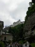 Вид над крепость, возвышающуюся над городом