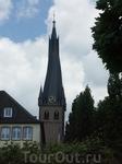Церковь  Святого Ламберта.  Как гласит история,  еще  в  VIII веке на месте впадения речки Дюссель в Рейн, святой Виллеик ( настоятель монастыря Кайзерверт ...