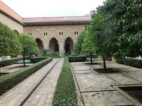 Patio de Santa Isabel. Инфанта Изабель, ставшая затем королевой Португалии и после смерти причисленная католической церковью к лику святых, родилась здесь ...