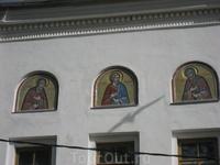Этими иконами встречает монастырь своих гостей