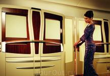 Самолет «Сингапурских Авиалиний» Boeing 777-300ER с интернетом. Туда, правда, его не было, обратно, он был. Обратите внимание на отделку.