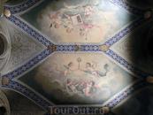 Я не могла оторвать глаз от росписей потолков. Прекрасные произведения испанского художника  Joaquín Espalter y Rull украшают потолки небольших комнат ...