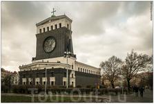 Костёл Пресвятого сердца Господня на Виноградах, построенный в 30-х годах прошлого века. В следующий раз надо обязательно внутрь зайти - я в интернете ...