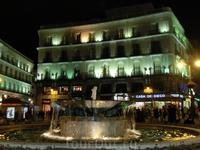Puerta del Sol - на этой площади народ гуляет до поздней ночи каждый день, это хорошо видно через веб-камеры, которые установлены на этой площади.