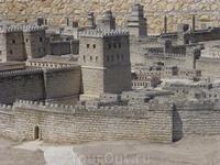 Выглядит как настоящее ) На фотографии - т.н. Модель Второго Храма. Точный макет, созданный создан из местного песчаника, из которого и был построен когда-то Иерусалим. Это древний Иерусалим в период
