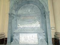 Гробница генерала Леопольдо ОДоннелл, первого герцога де Тетуан (general Leopoldo ODonnell, primer duque de Tetuán), изготовленная Гарсиа Суньол (García Suñol) из белого каррарского мрамора. В войне с