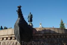Памятник Афанасию Никитину в Твери.