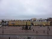Там за домиками красивая набережная и Южная пристань Хельсинки, а также крепость. В этот раз там я не гуляла.