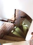 по лестницам пробираться можно только по-одному, и на расстоянии друг от друга, что бы не дать/получить ботинком в нос)