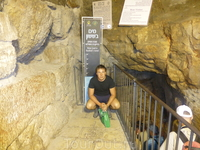 hezekiah tunnel - полезно иногда фотографироваться около непонятных мест. ) Hezekiah's Tunnel, or the Siloam Tunnel is a tunnel that was dug underneath ...