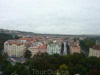 Прага. Вышеград. вид на город. в мосту над домами расположено метро.