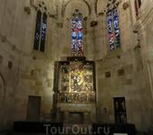 Капелла Святого Михаила сама по себе древняя, выстроенная в 1365-1379 годах.Алтарный образ святого - произведение Bernat Martorell, мастера, творившего ...