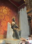 статуя святого Петра в одноименном соборе
