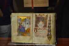 В музее есть экспозиции многочисленных образцов древнеармянской письменности и миниатюр. Многие рукописи представляют большую художественную ценность: ...