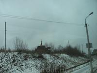 еще один храм. Снят из окна автобуса на обратном пути из Талашкино. Наверное расположен он уже в Смоленске?