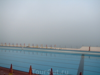 в день, когда мы уезжали, над океаном навис густой туман. сказали, что такое часто бывает (насколько часто не знаю) и нам повезло с погодой ))) но не смотря ...