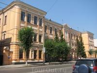 Здание Центрального банка на улице Куйбышева - в центре Старого города