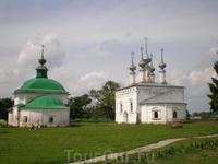 Пятницкая церковь (1772 год) и Входо-Иерусалимская церковь (1707 год).