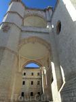Церковь бенедиктинского монастыря - одно из самых старинных зданий Вальядолида. Она строилась в период с 1499 по 1515 год и была расположена рядом с не ...