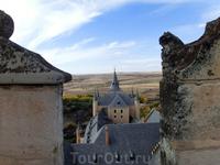 А так с донжона видны остальные башенки Алькасара.