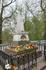Могила Александра Сергеевича Пушкина около Монастыря.   Святогорский монастырь-музей включен в состав Пушкинского заповедника не случайно: у его стен ...