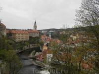 Вид на город со стороны замка, изгиб Влтавы
